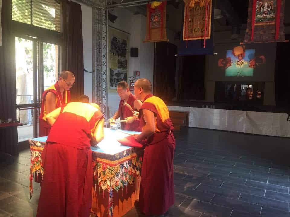 Mandala por la paz - Meditación, Sonoterapia y yoga en Tenerife Sur - Centro Budista Ghe Pel Ling Canarias 3